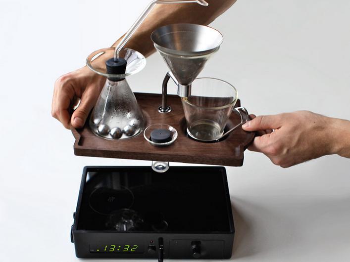 朝のコーヒーを自動で入れてくれる機械、タイマー付きでまるで目覚まし!