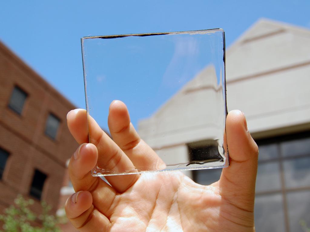 ガラスのように透明な太陽光パネルのメリットとデメリット